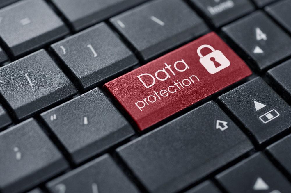 - Các hãng công nghệ khác không muốn vậy. Cam kết bảo vệ thông tin cho khách hàng là tối quan trọng đối với họ, đó là lời hứa giúp họ thu hút người dùng. Nếu không làm được thì cả công ty sẽ có nguy cơ lâm vào khủng hoảng.
