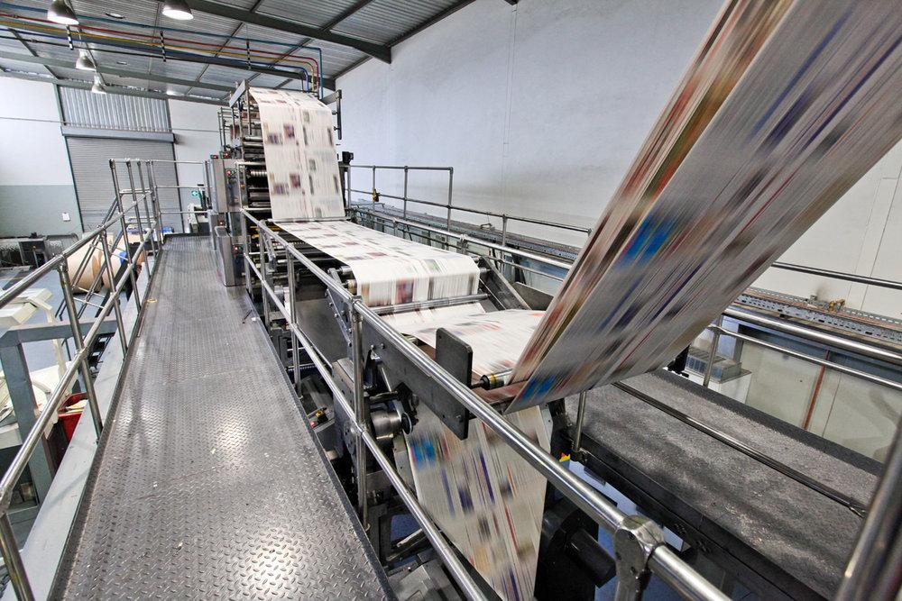 - Đến tận những năm gần đây công nghệ in lazer phát triển và hoàn thiện, các tờ báo giấy mới được in bằng máy lazer.