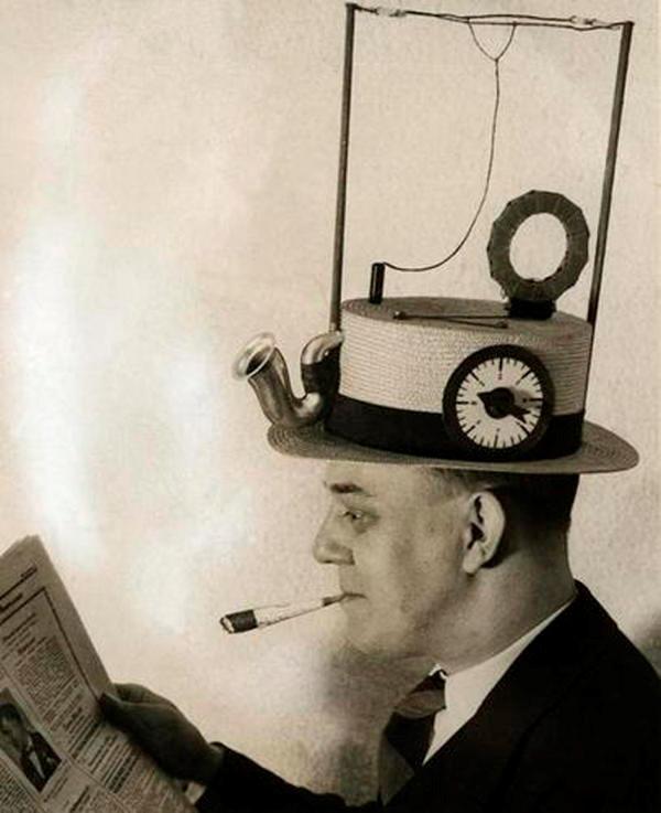 Radio mũ rơm:  Người Mỹ đã nghĩ ra thứ này vào năm 1931. Đây là đài phát thanh di động được gắn trong một chiếc mũ rơm. Tuy nhiên, nó chưa bao giờ phát sóng. Có thể, sai lầm đến từ sự lựa chọn vật liệu.