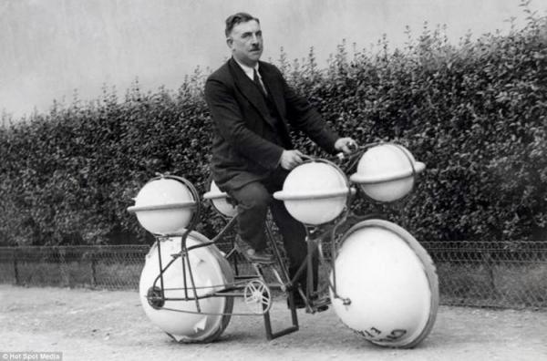 Cyclomer:  Ra đời vào năm 1932 tại thủ đô Paris (Pháp), phát minh này có thể di chuyển trên đất liền và biển. Nó có thể mang trọng tải lên đến gần 55 kg.