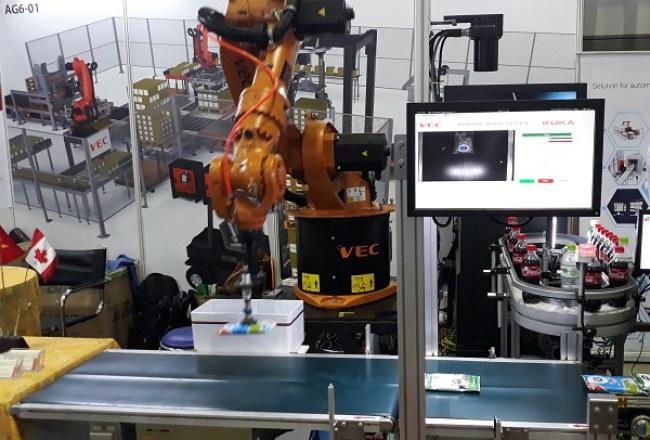 Robot Kuka tích hợp đầu hút chân không cho phép gắp nhiều sản phẩm đa dạng