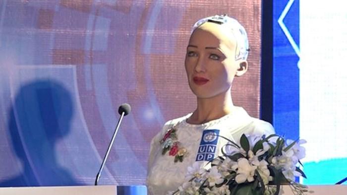 """Sophia chia sẻ: """"Ngày hôm nay tôi đến đây muốn thế giới biết sự phát  triển bền vững, nếu chúng ta hợp tác với nhau thì có thể đạt được mục  tiêu này, nhất là với các robot như chúng tôi."""""""