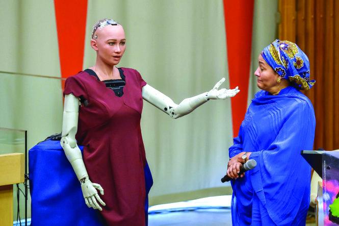 Ngày 25/10/2017, Sophia được Ả Rập Xê Út cấp quyền công dân như con người. Đây là một cột mốc lớn khi lần đầu tiên trong lịch sử robot trở thành công dân của một quốc gia.