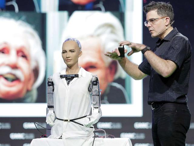 Robot được trang bịtrí tuệ nhân tạo, công nghệ nhận diện khuôn mặt,  giọng nói và khả năng xử lý dữ liệu bằng hình ảnh. Bên cạnh đó, các  chương trình AI có khả năng phân tích các cuộc hội thoại và trích xuất  dữ liệu, cho phép Sophia có thể học hỏi, cải thiện phản ứng và trở nên  thông minh hơn trong tương lai.