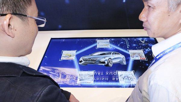 VinFast đã khởi công xây dựng tổ hợp sản xuất ô tô VinFast tại khu kinh  tế Đình Vũ - Cát Hải (Hải Phòng). VinFast đã ký những thoả thuận liên  kết với các tập đoàn công nghiệp hàng đầu thế giới như Siemens,  Bosch,... Không những vậy, công ty này còn mua quyền sở hữu trí tuệ từ  BMW để phát triển các dòng xe ô tô tân tiến, hiện đại. Ảnh: Trọng Đạt