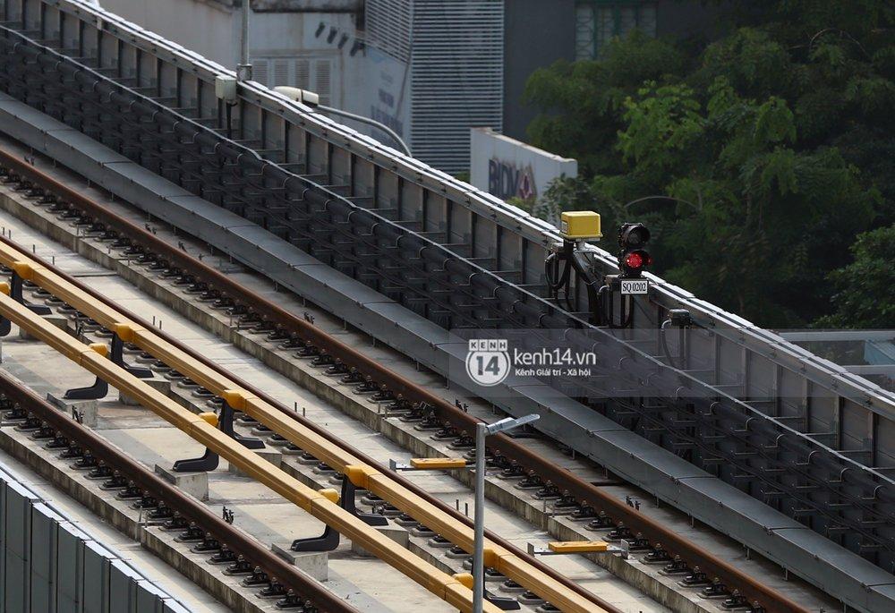 Đèn báo trên hệ thống đường ray.
