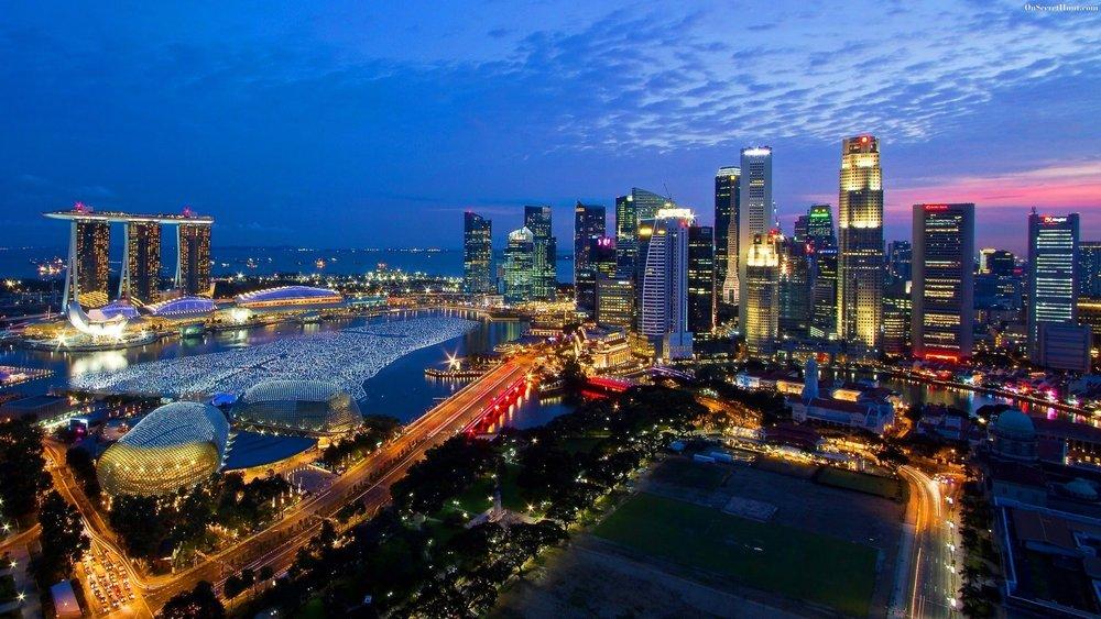 - Đến đầu những năm 2000, toàn bộ quốc đảo Singapore đã được bao phủ bởi sóng internet băng thông rộng, và 61% dân số Singapore sở hữu máy tính (đến hiện nay, con số này đã là hơn 85%).