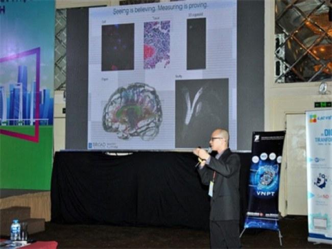 TS.BS Đoàn Xuân Quang Minh giới thiệu về giải pháp sử dụng trí tuệ nhân tạo phân tích hình ảnh y sinh tại hội thảo Smart City 360 độ