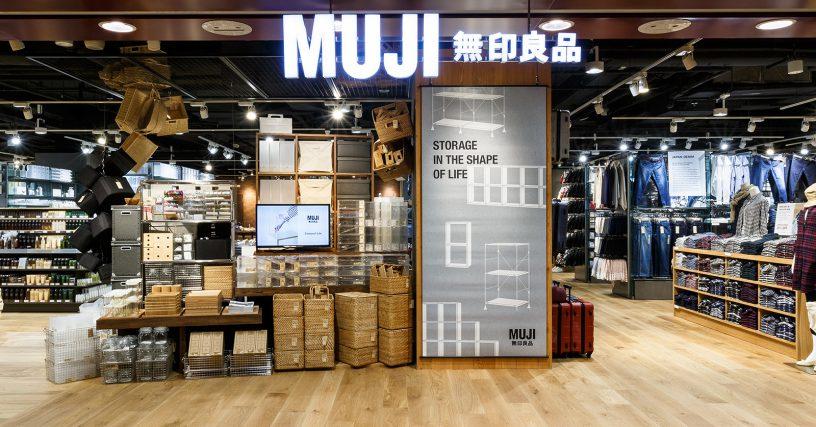 - Muji và Brandless là những đại diện nổi bật cho sự chuyển dịch về hành vi trong thế hệ tiêu dùng mới. Người tiêu dùng đang từ bỏ những sản phẩm có thương hiệu để tìm đến những sản phẩm không thương hiệu.