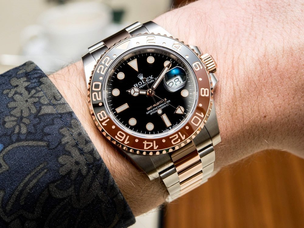 - Đó là lý do một doanh nhân muốn thể hiện đẳng cấp của mình sẽ đeo 1 chiếc đồng hồ Rolex trị giá vài trăm triệu, thay vì 1 chiếc Casio trị giá vài triệu, dù cùng là đồng hồ kim đeo tay.