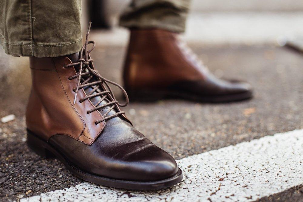 - Họ muốn những đôi giày thật cao cấp nhưng không có logo nào được đính lên. Họ muốn kể cho bạn bè nghe về chuyến du lịch đến vùng quê ở một đất nước Châu Âu, và về cái gia đình làm đồ thủ công mà họ đã mua đôi giày đó.