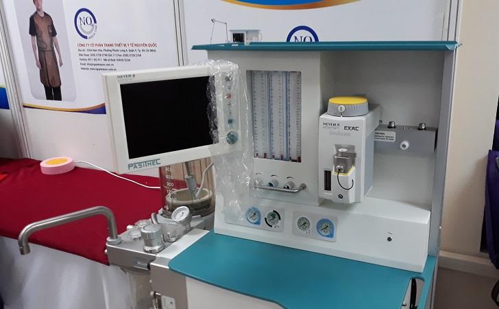 Thiết bị máy gây mê kèm thở do công ty CP thiết bị Nguyên Quốc giới  thiệu. Thiết bị áp dụng kỹ thuật Low - flow giảm thiểu khí và chất gây  mê tiêu hao, giúp tối ưu quá trình vận hành