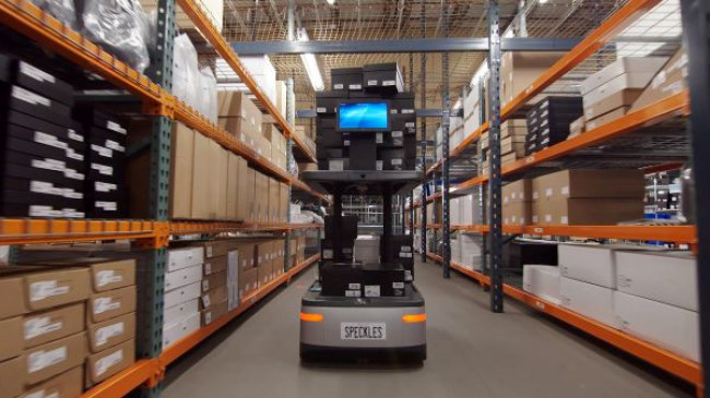 Trước khi khởi động hãng 6 River Systems, hai nhà sáng lập Jerome Dubois  và Rylan Hamilton làm sếp tại Kiva Systems, công ty được Amazon mua lại  vào năm 2012 để làm robot nhà kho. Hiện doanh nghiệp đang đưa công nghệ  ở mức độ của Amazon đến nhiều kho hàng và trung tâm hoàn thiện đơn hàng  hơn trong ngành bán lẻ.