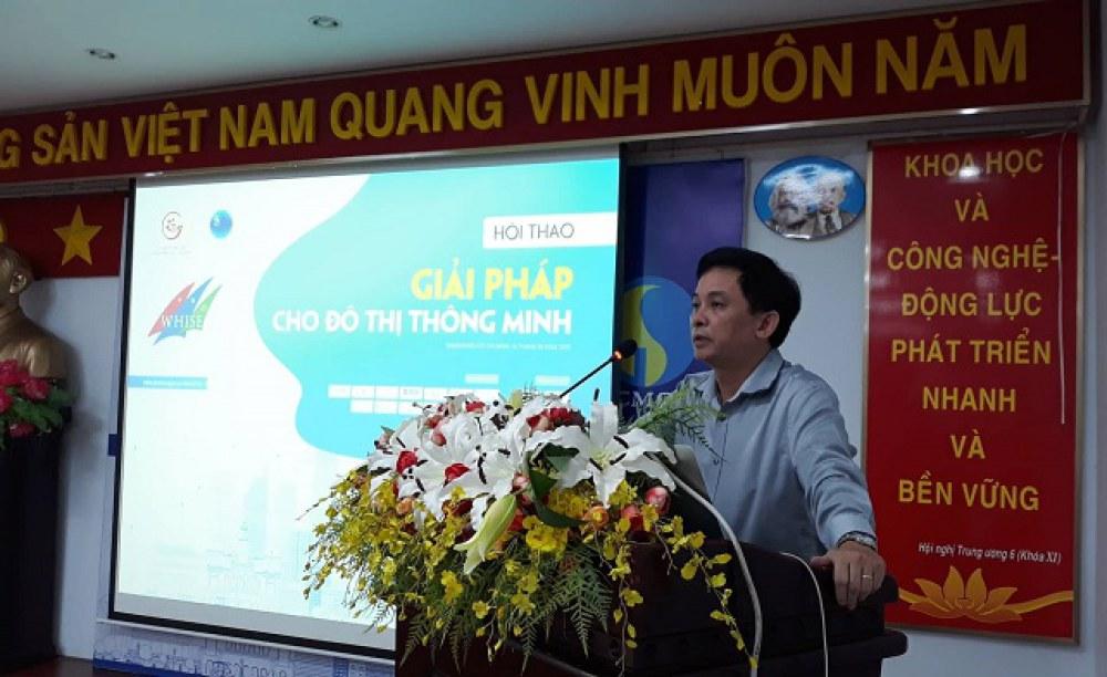 GS.TS Nguyễn Kỳ Phùng phát biểu tại hội thảo sáng 16.10