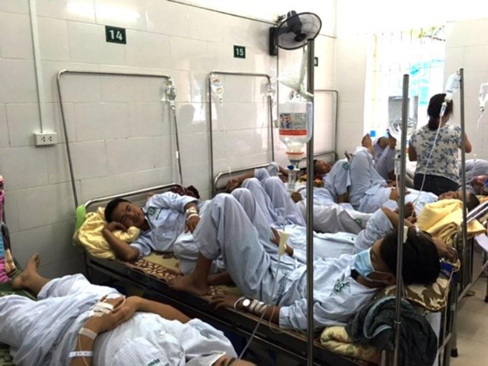 Tình trạng quá tải khiến cho nguy cơ lây nhiễm chéo trở thành mối lo thường trực tại các bệnh viện, cơ sở y tế