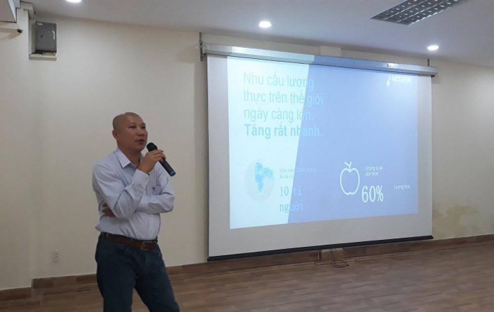 Ông Vũ KiênTrung trình bày về giải pháp tưới nhỏ giọt củaNetafim tại hội thảo