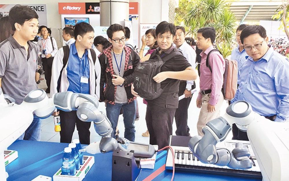 Rô-bốt biết đánh đàn pi-a-nô được giới thiệu tại Hội nghị Quốc tế thường niên Khu công nghệ cao lần thứ 5