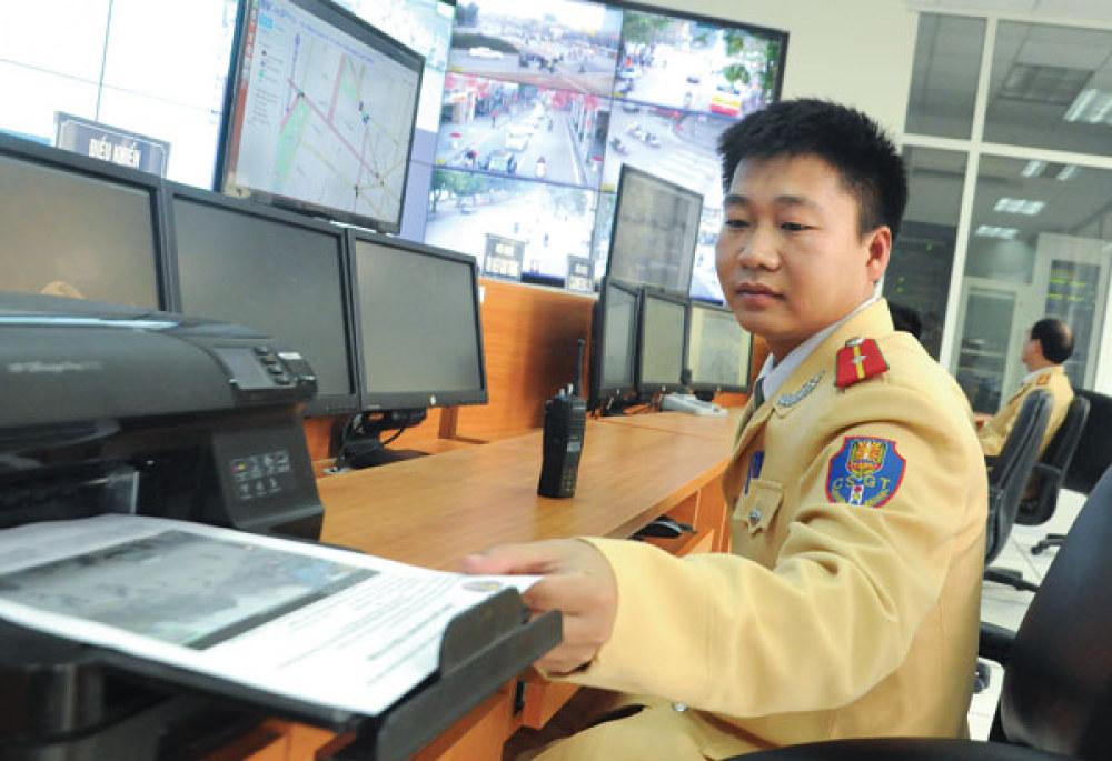 Hình ảnh, thông tin các trường hợp vi phạm Luật Giao thông  đường bộ được cung cấp tức thì cho CSGT ngoài hiện trường - Ảnh: Khánh  Linh