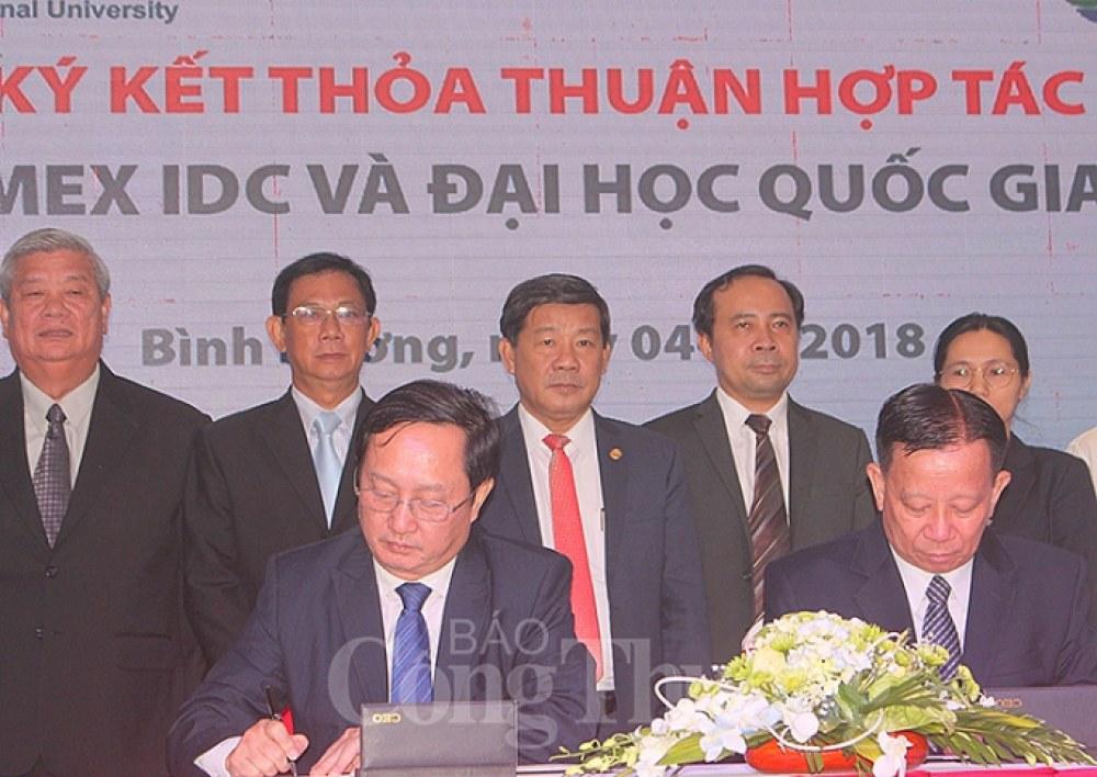 Lãnh đạo UBND tỉnh Bình Dương chứng kiến lễ ký kết thỏa thuận hợp tác  giữa Tổng Công ty Becamex IDC và Đại học Quốc gia TP. Hồ Chí Minh
