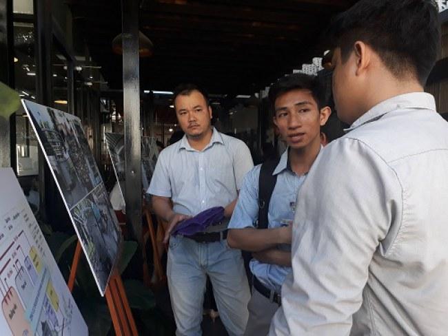 Các chuyên gia trao đổi về mô hình 6R-MOT tại SIHUB. Ảnh: Hà Thế An.