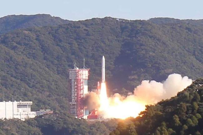 Toàn cảnhlửaEpsilon số 4 được phóng lên quỹ đạo.