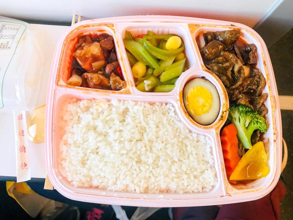 Bữa ăn ngon và nóng hổi trên tàu tao tốc