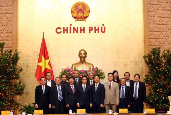 Phó Thủ tướng Vũ Đức Đam và các nhà khoa học tham gia đề án biên soạn Bách khoa toàn thư Việt Nam.