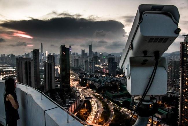 Với hệ thống camera giám sát thông minh, chính phủ Trung Quốc giờ đây quản lý 1,4 tỷ người dân của đất nước mình trở nên dễ dàng hơn bao giờ hết và giúp lập lại xã hội trong thời đại công nghệ thông tin phát triển vũ bão. Ảnh: Reddit.