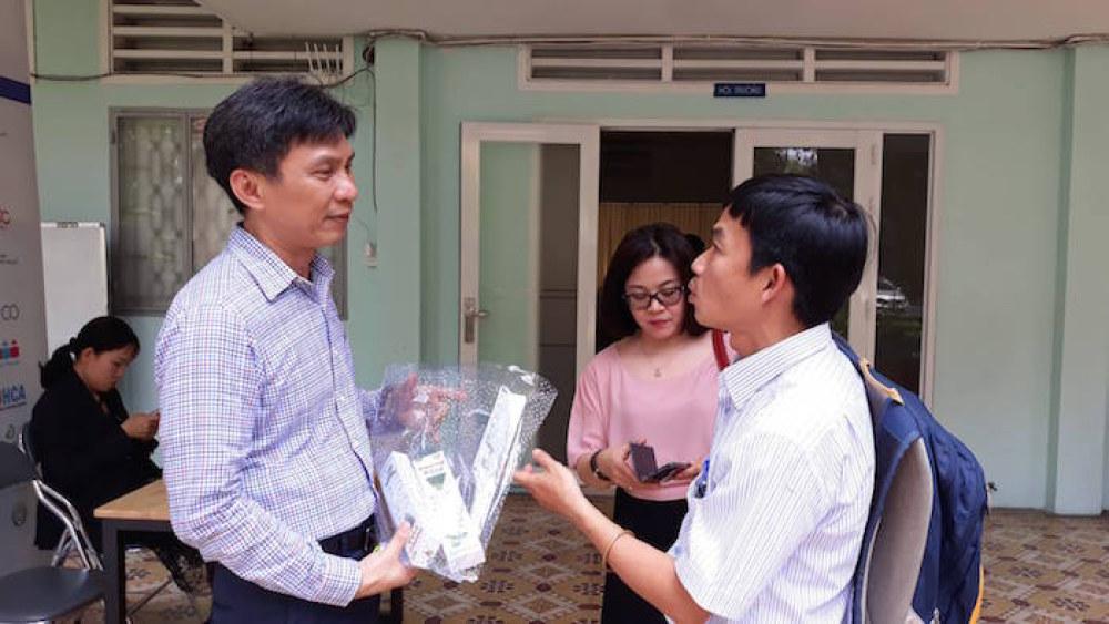 Ông Nguyễn Việt Dũng, Giám đốc Sở KH&CN TP.HCM trao đổi với đại diện các doanh nghiệp