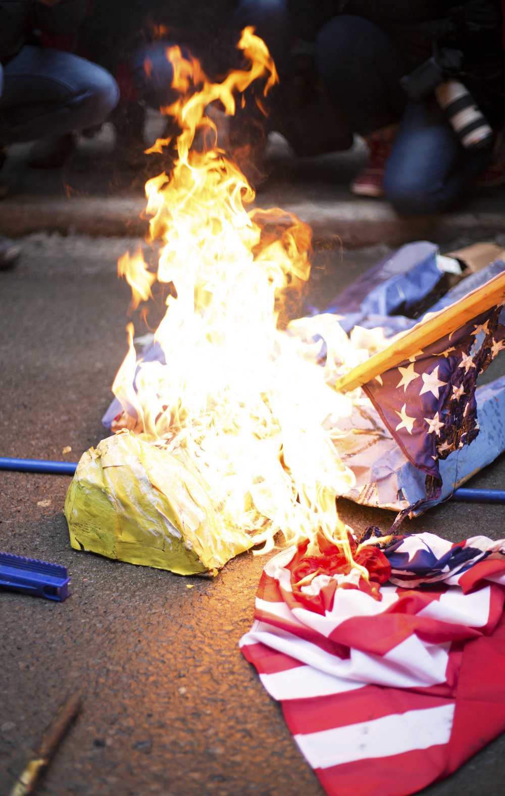 Burning Trump effigy and USA flag at a demonstration outside the US consulate in Montreal against the inauguration of Donald Trump to the presidency (January 20 2017)