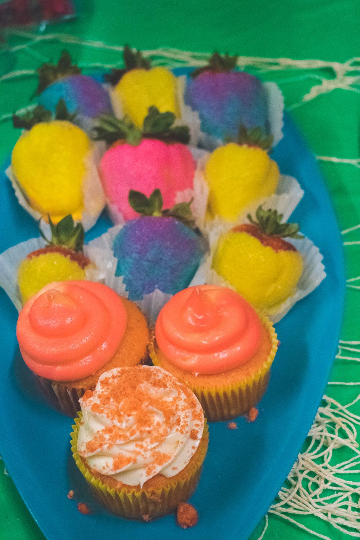 luau_themed_cupcakes