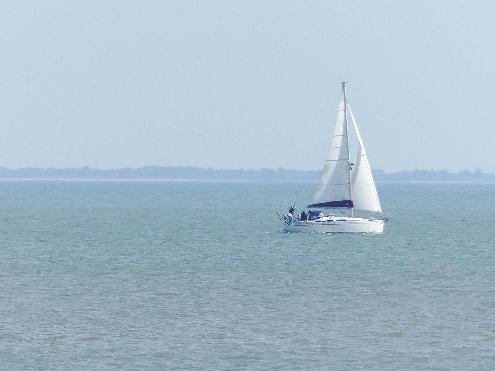 lesajoncs-bateau-plage.jpg