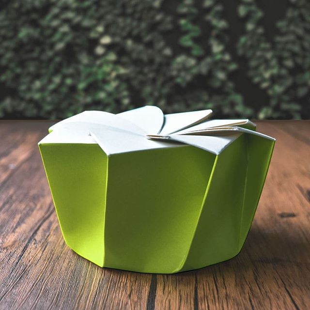 The Magnolia packaging structure by Aphinitea is clever, leak-proof, easy to handle, and designed to delight and enhance your customers' experience of receiving and opening your meal deliveries. This creates a truly memorable dining experience that builds a solid relationship with your customers. . Do check out our website aphinitea.com for more details 😊 . #aphiniteapackaging . . . . . #paperlove #makeitblissful #productdesign #packagingdesign #foodpackaging #packaging #currentdesignsituation #seekinspirecreate #designmilkeveryday #designinspo #visualcrush #designcrush #industrialdesign #postitfortheaesthetic #designinspiration #searchwandercollect #design #designlovers #beatifulmatters #designbunker #fooddelivery #chefsroll #onthetable #mindsparklemag #graphicdesign #brandingagency