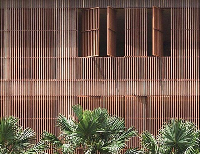 Wooden slats. Tropical vibes @the.slow 🌴🌴🌴 . #architectureinterioraphinitea . . . . . . . #archilovers  #brightaesthetic #pursuepretty #pathport#designinspiration #designlovers #darlingescapes#thespacesilike #architecture#visualcrush#seekinspirecreate #searchwandercollect #lucecurated#artofvisuals#facadelovers#dameteaveler#travelwithfathom#beautifulspaces#postitfortheaesthetic#beautifulbuildings#tlpicks