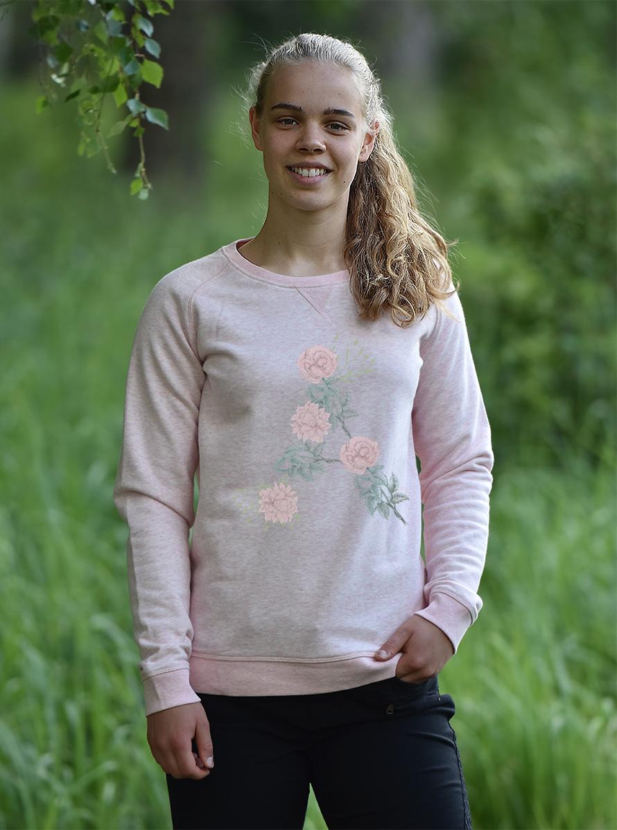 Fin sweatshirt i en härlig kvalité av ekologisk bomullTrycket finns också på flera andra tröjor och toppar. -
