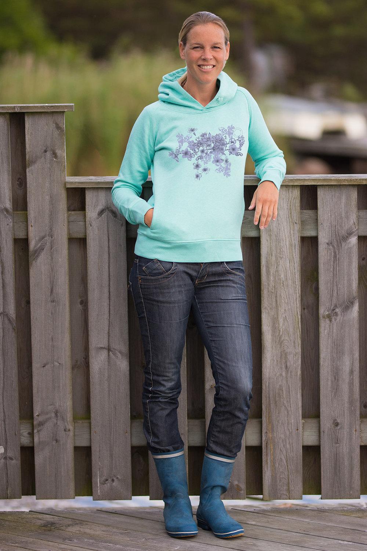En av våra tröjor tillverkade i ekologisk bomull - Finns i fem fina färger i härligt mjuk kvalité