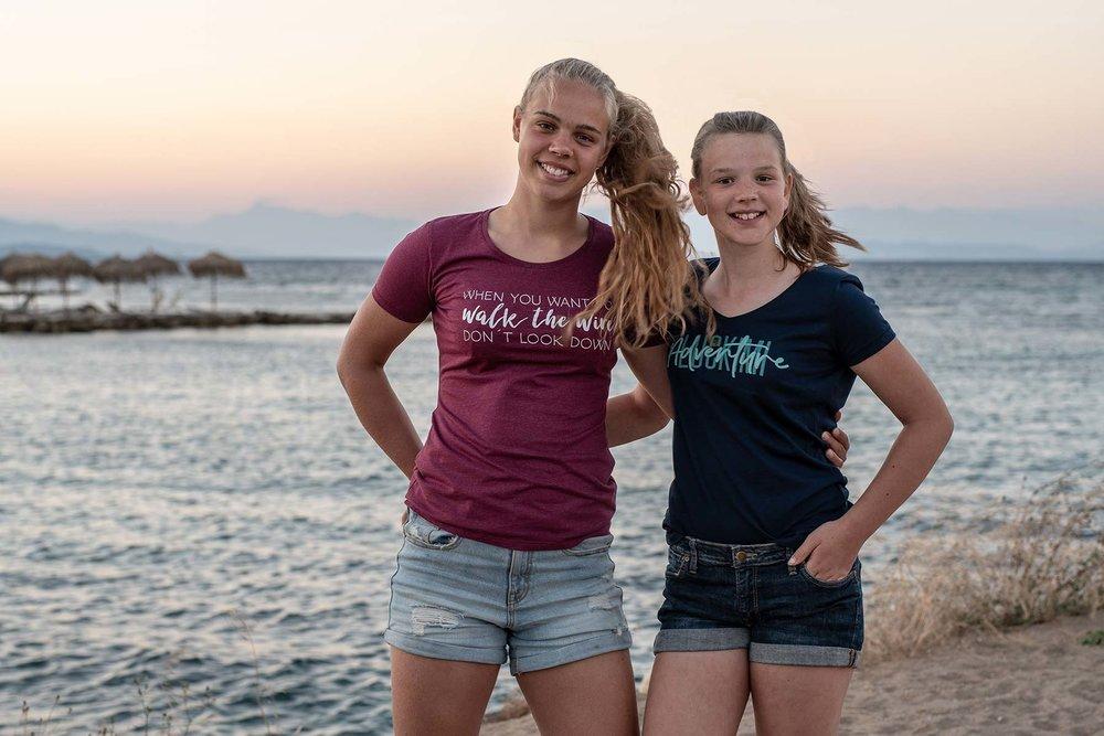 Härliga t-shirts för dam och tjejer. V-ringad och rundhalsad. Luckimi @luckimibrand www.luckimi.com