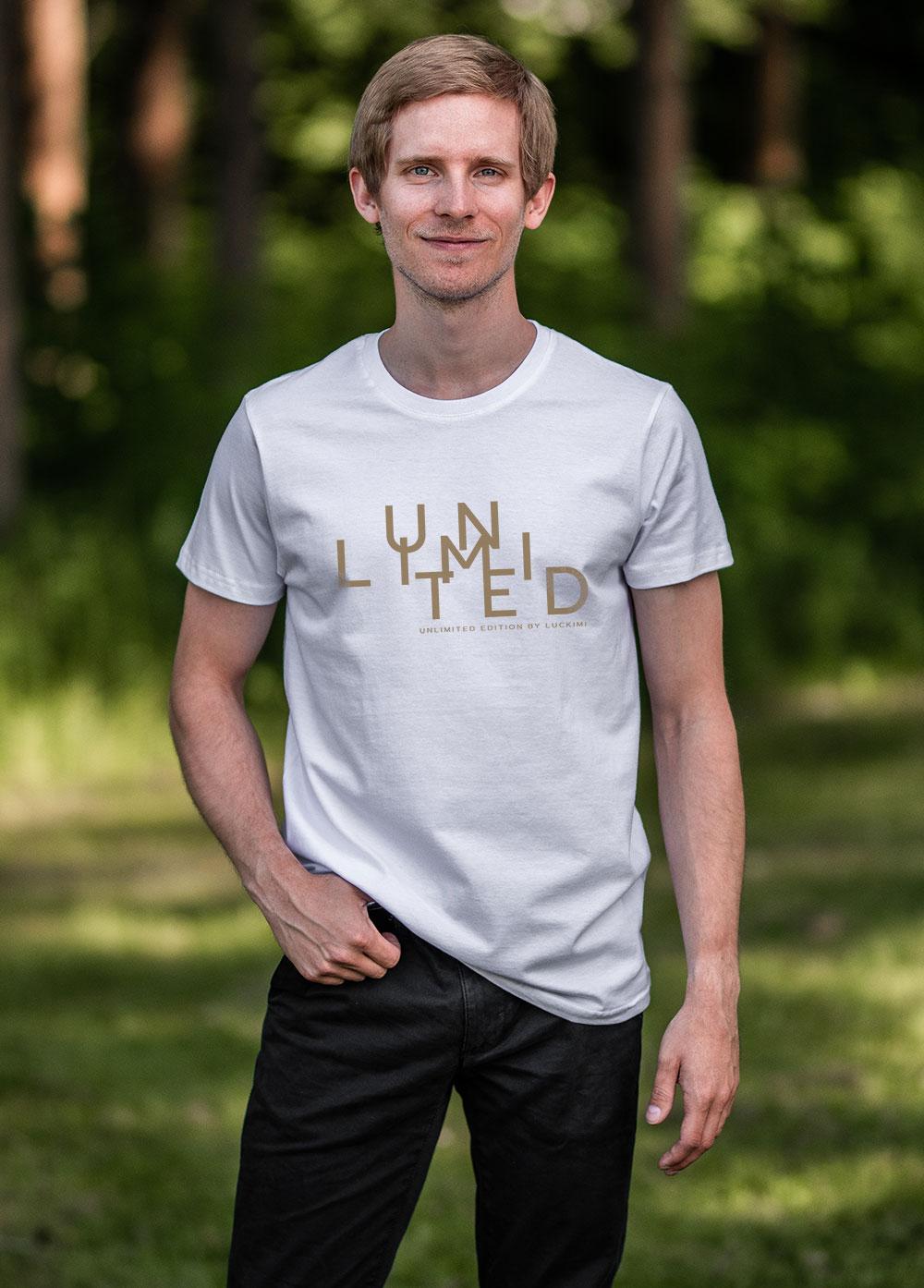 Vit ekologisk herr t-shirt med trycket Unlimited. Luckimi @luckimibrand