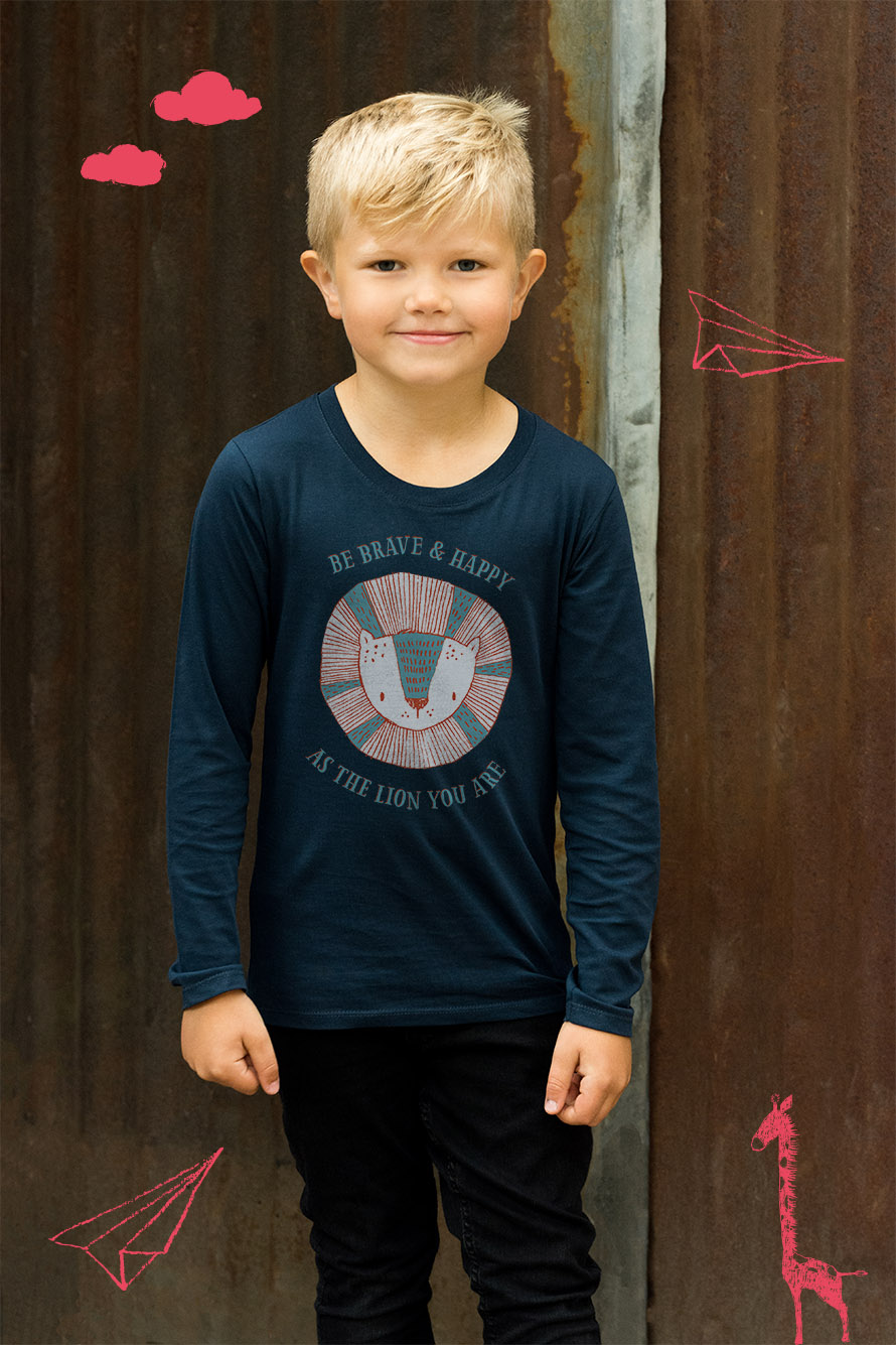 Långärmad barn t-shirt med tryck av modigt lejon. Be happy and brave as the lion you are. Luckimi @luckimibrand