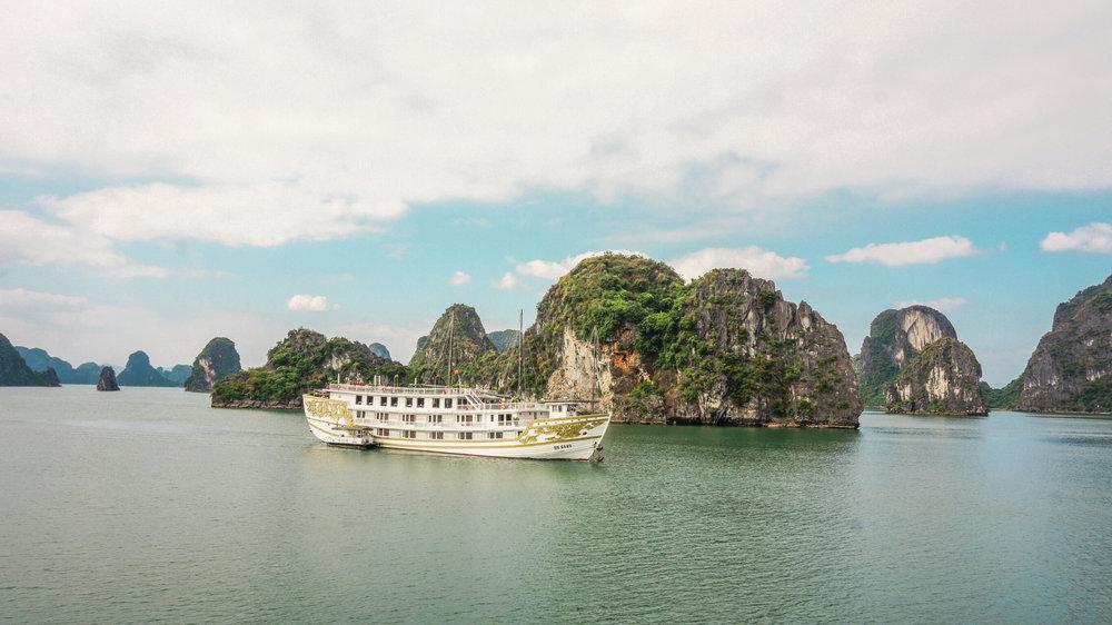 ha-long-bay-luxury-cruise.jpg