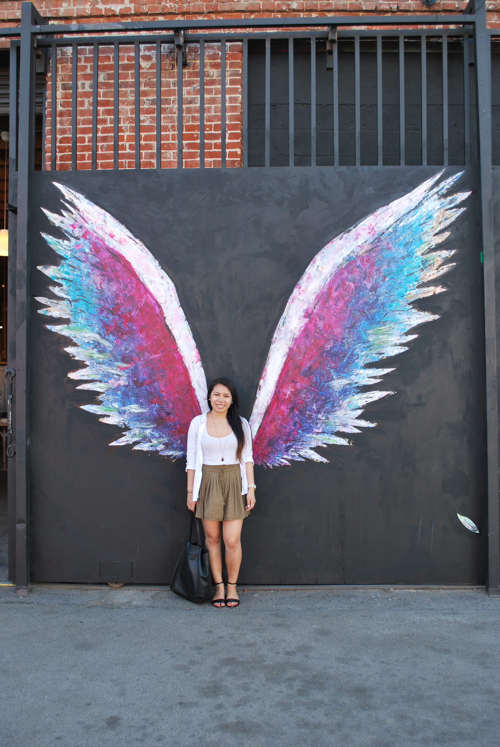 How to Spend a Day in DTLA... Without Breaking the Bank! Love art and food? This Los Angeles neighborhood is perfect for you to spend with friends or a date. Click through see my day trip!