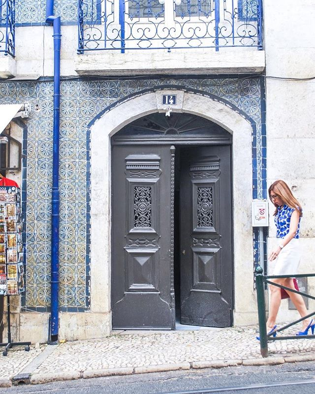 Goals: Match my attire with the gorgeous azulejos in Lisbon! 🔹◽️🔹◽️