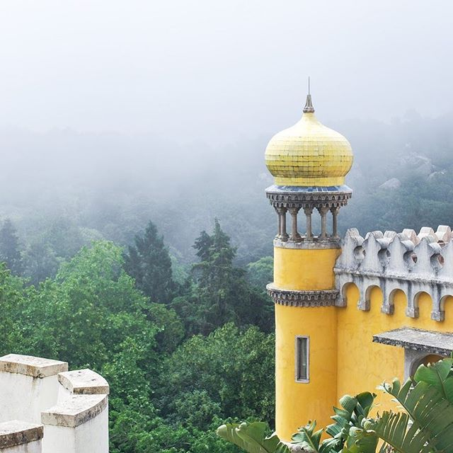 Sintra was one of the most magical places I've had the chance to visit so far. Can you imagine living in a castle or palace? ✨ My Sintra Travel Guide ➡️ https://ventureandeat.com/blog/sintra-lisbon-day-trip ✨ Where's somewhere magical you've been?