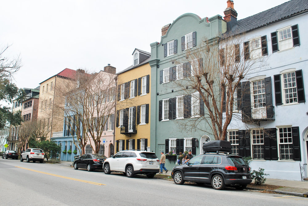 Visiting Charleston, South Carolina for the weekend? Use my Charleston Weekend Guide to learn where to stay, what to do, what to see, where to eat, and where to drink in just a weekend!