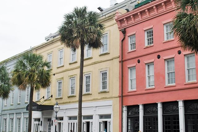 Loved every minute of walking around Charleston and ooh-ing and ah-ing over all the pretty houses and buildings! Have you been to Charleston yet? #ExploreCharleston