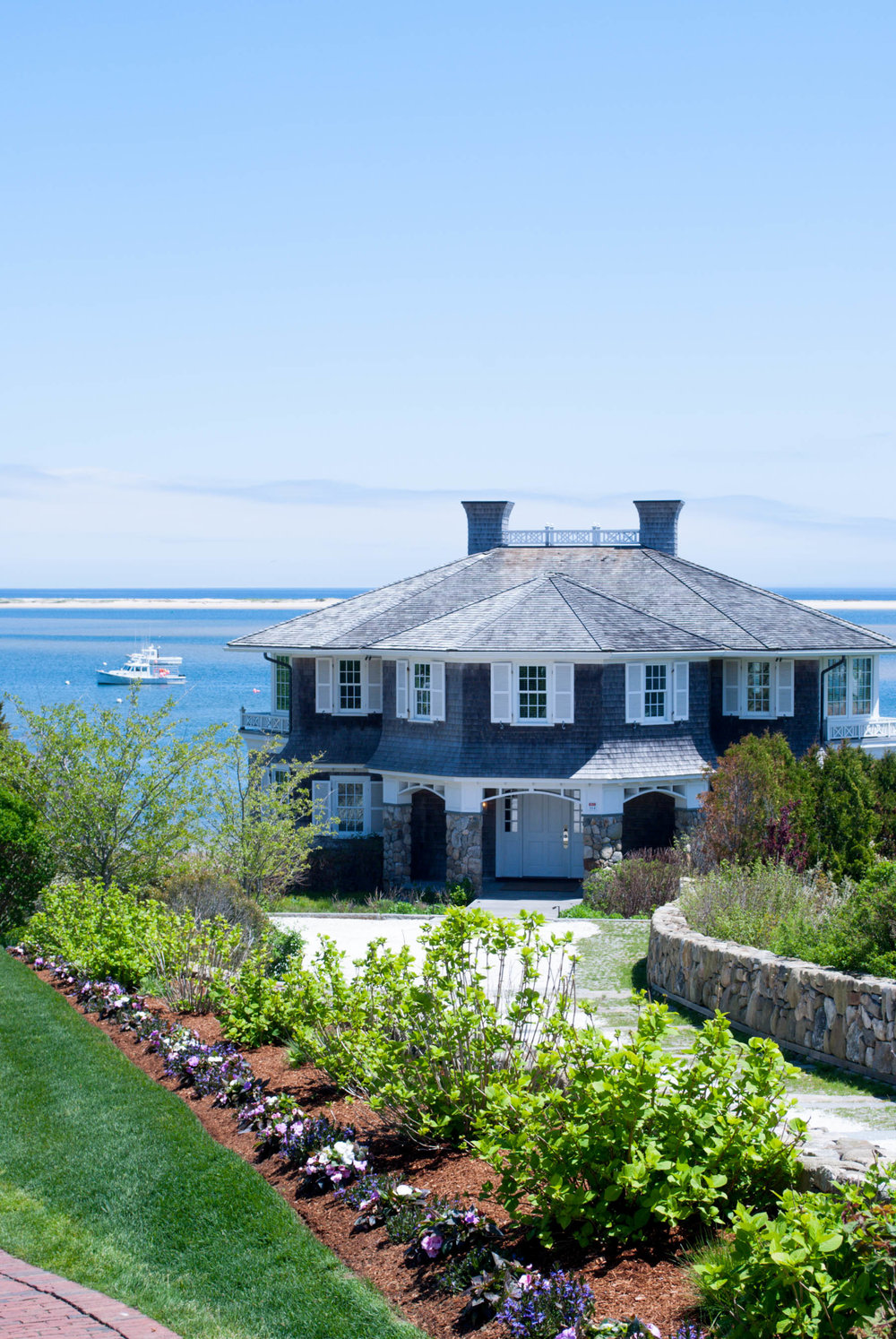 Beach house Chatham, Massachusetts — Thinking of taking a Cape Cod vacation? Stay in Chatham, Massachusetts for a relaxing beach vacation with your family and friends. This travel guide will tell you how to get there, where to stay, what to do, and what to eat!