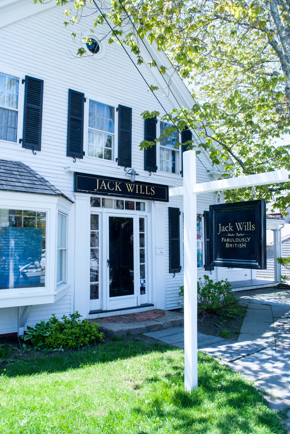 Shopping in Chatham, Massachusetts — Thinking of taking a Cape Cod vacation? Stay in Chatham, Massachusetts for a relaxing beach vacation with your family and friends. This travel guide will tell you how to get there, where to stay, what to do, and what to eat!