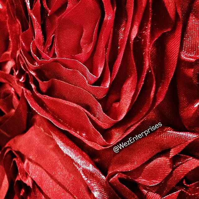 Visually and texturally gorgeous.. . Our#Red Rose #Table Runners