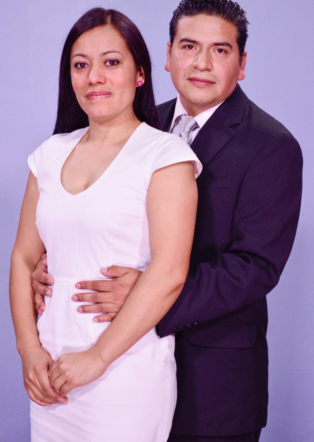 Pastores Raúl y Dina de Hernández