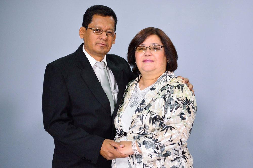 Pastores Edgar y Lucky de Hernández